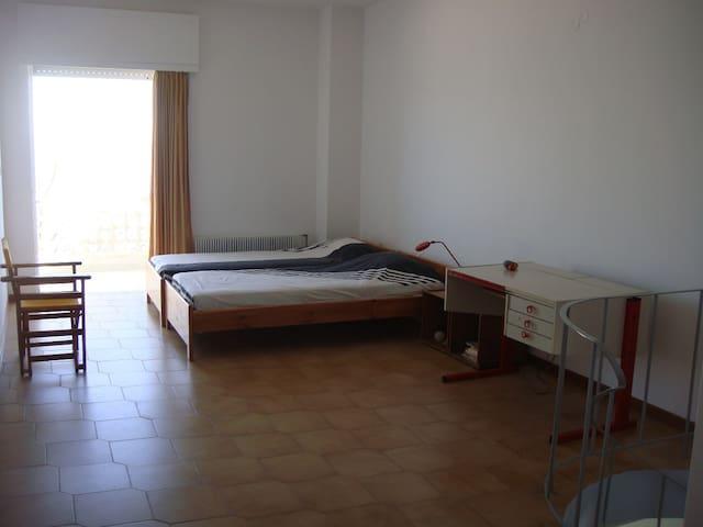 Bedroom3 (Open sleeping area)