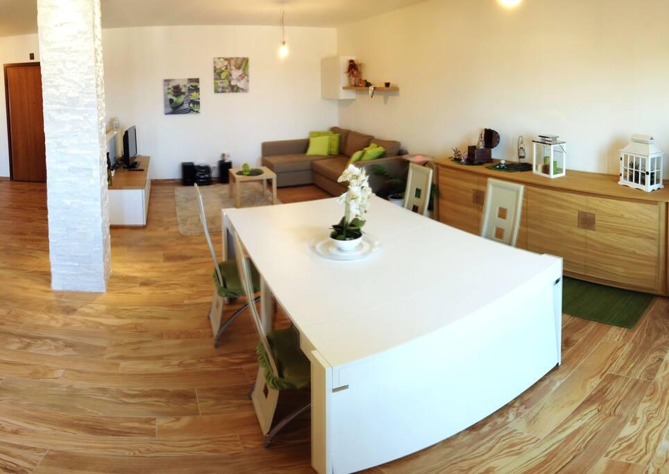 Sala da pranzo con terrazzo - Living room with terrace