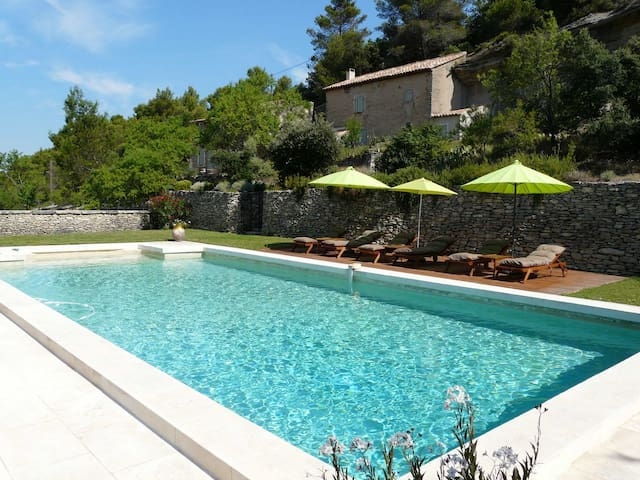 19th century Provencal Mas with pool in Provence in the Luberon, sleeps 6