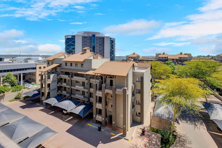 Central Sandton 1 Bed - Spacious,  With Balcony