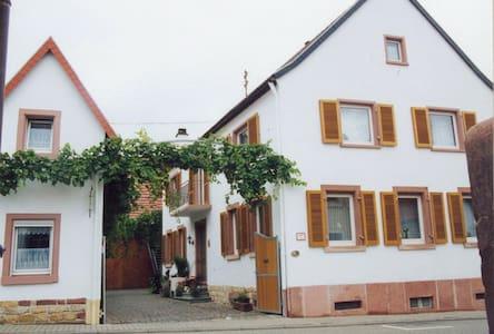 Auf dem Winzerhof nahe Landau Pfalz - Essingen