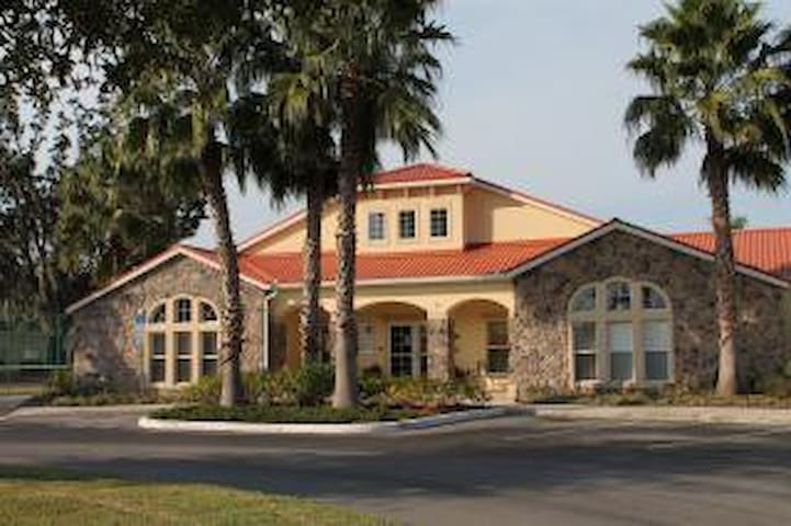 Luxury 4 BR Gated Villa 5 Miles to Disney WiFi - Orlando - Villa