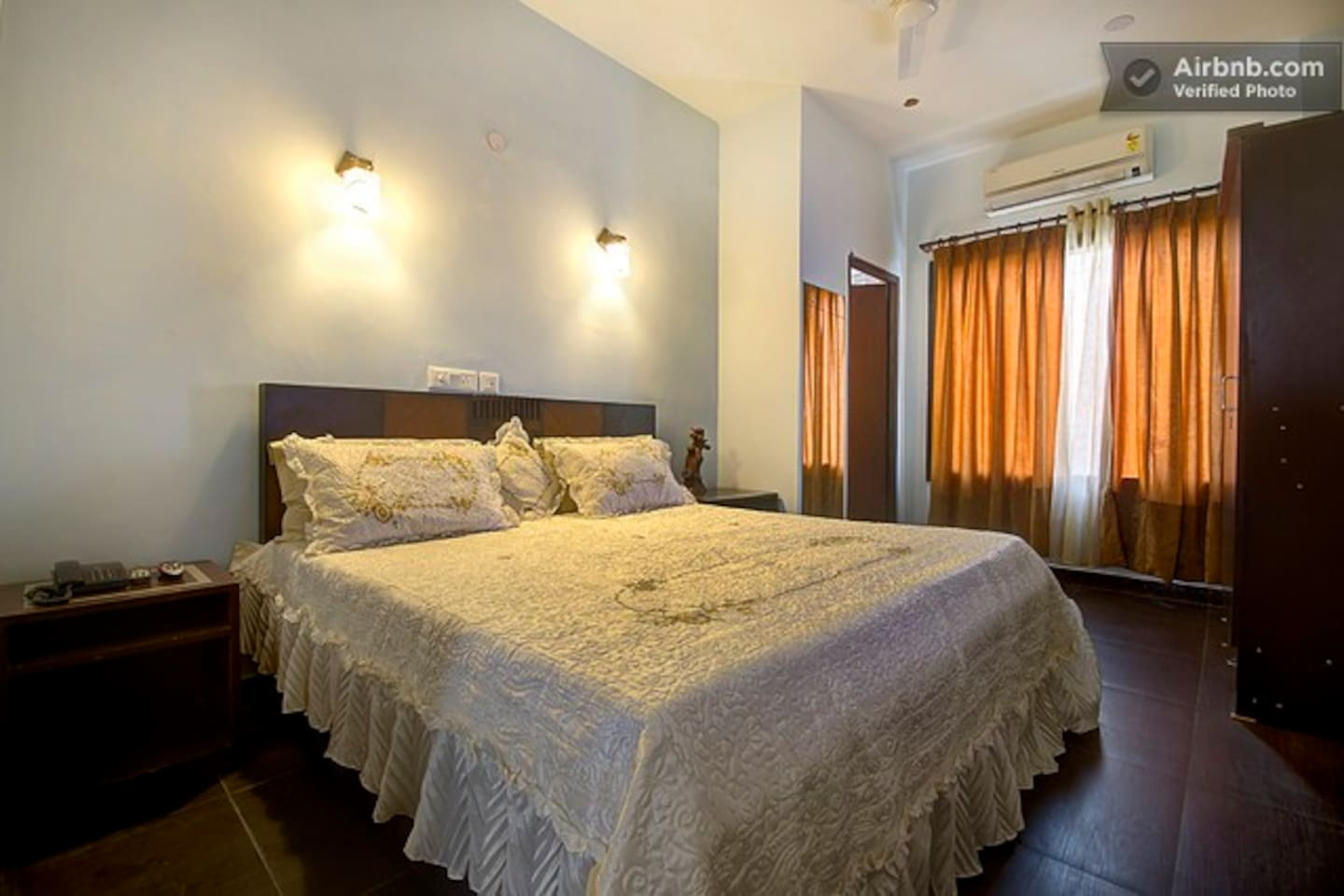 Superior room with Split AC and bed lights