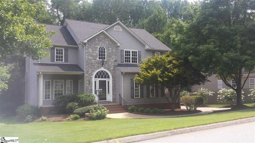 Simpsonville 3BR with Screened porch - Simpsonville - บ้าน