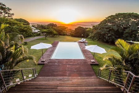 Magnificent villa with breathtaking sundowners - Durban