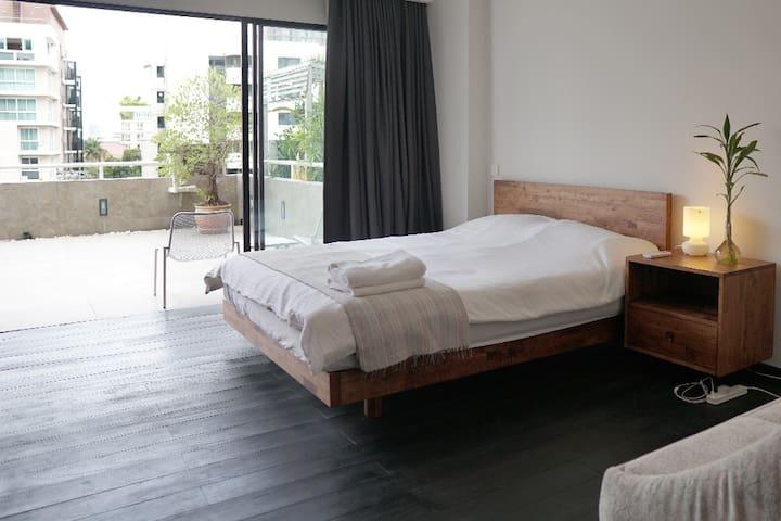 Premium 5 stars hotel quality mattress, quilt, and pillows.