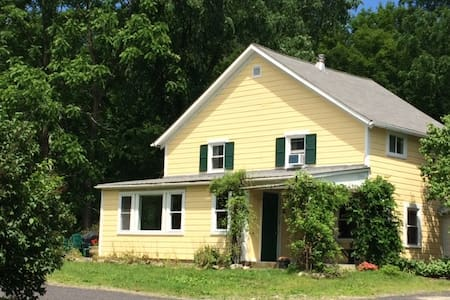 Charming country cottage near Rhinebeck