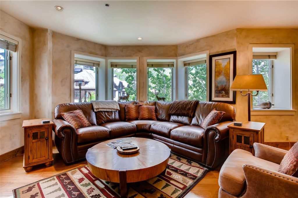 Lovely Sectional in Living Area -   VAILBUTLER