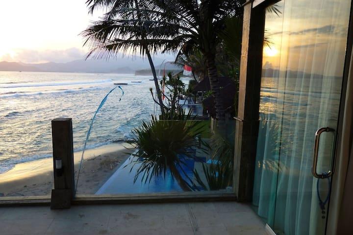 Oceanfront Villa - Candidasa, Bali. - Manggis