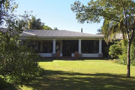 Beautiful colonial farmhouse, 4 * - Harare - Bed & Breakfast