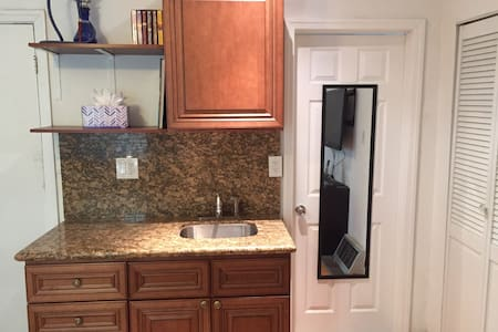 PRIVATE STUDIO IN THE HEART OF WEHO - West Hollywood - House