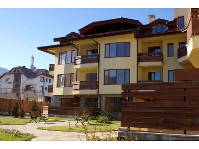Studio near the center and the ski lift! With WiFi