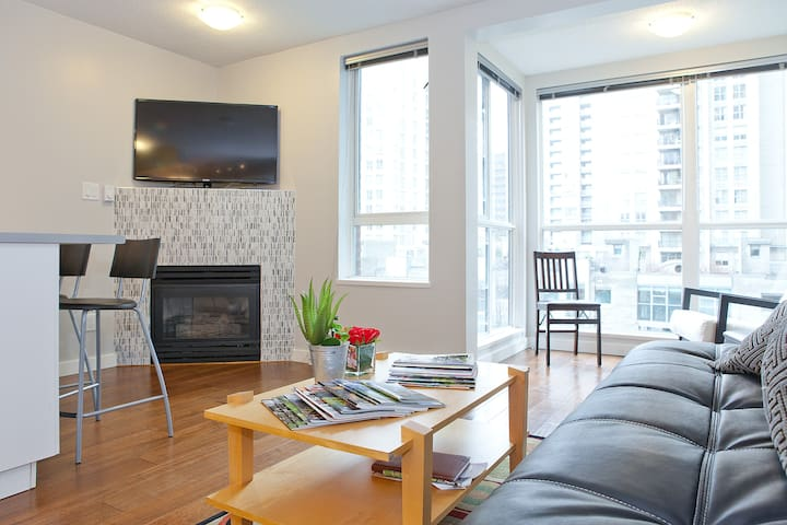 Ultra Modern Apartment in Yaletow