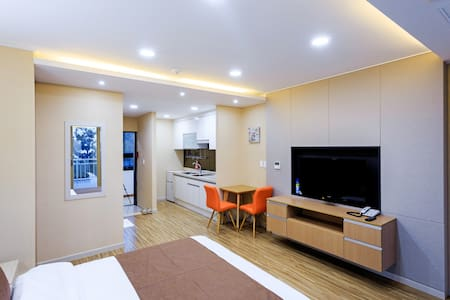 제주엠리조트 패밀리룸[조식2인+1인추가 무료] - Gangjeong-dong, Seogwipo-si - Condominium