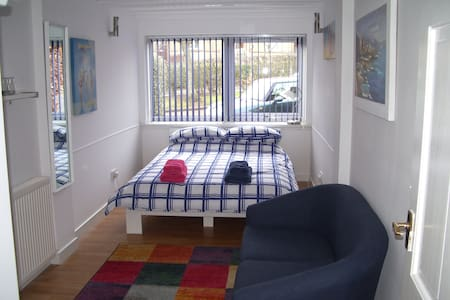 Bright and welcoming double room - North Berwick - Bed & Breakfast