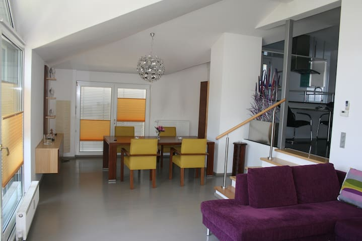 Top-Wohnung mit Strand & Seezugang - Seeboden - Apartment