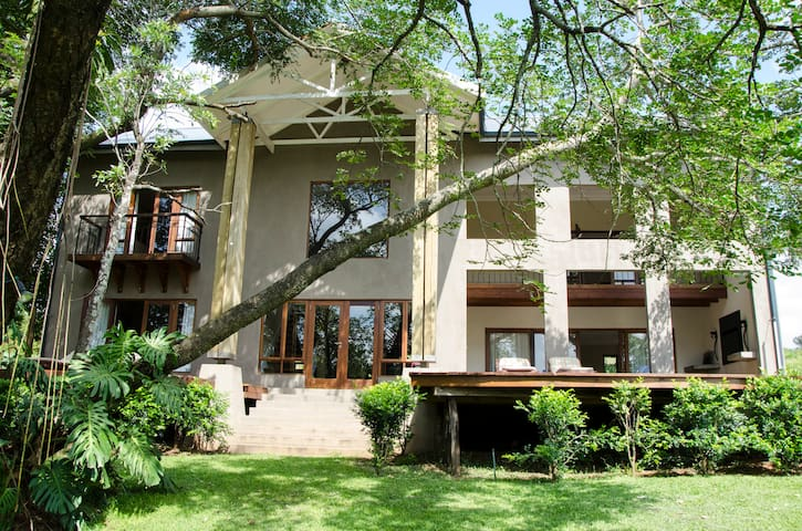 Villa Rostrata-on-Lake close to the Kruger Park - Hazyview