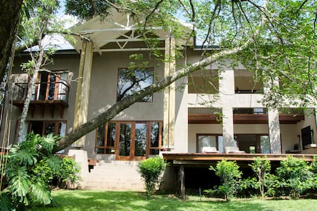 Villa Rostrata-on-Lake close to the Kruger Park - Hazyview - House