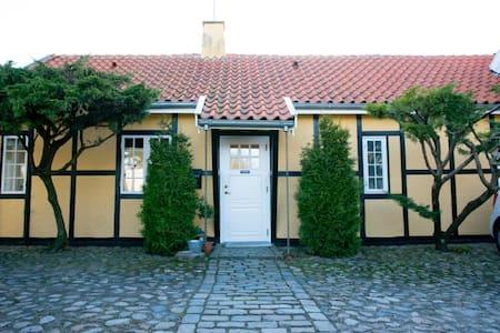 House/apartment close to the sea - Humlebæk - Rumah