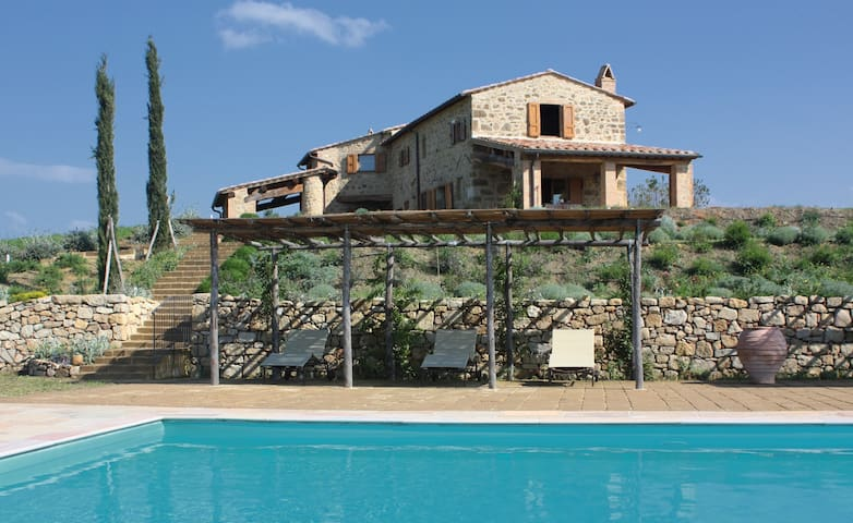 Villa - a panoramic view of Pienza - Monticchiello - วิลล่า