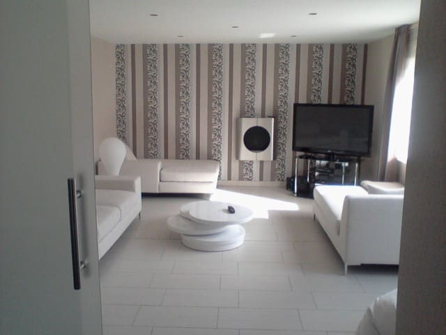 Complete Semihouse near Fairground - Hannover - Huis