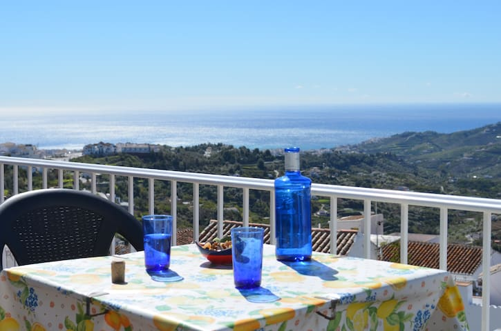 AMAZING VIEWS FROM 2 TERRACES - Frigiliana - Daire