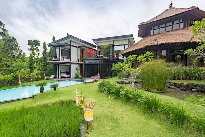 2 out of 3 bedroom private villa with pool and rice field in the property