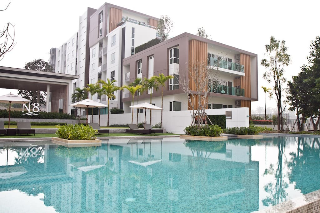 Apartment by the lake resort style chiang mai condominiums for rent in su thep chiang mai for Chiang mai house for rent swimming pool
