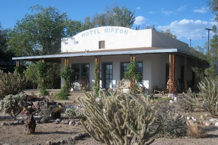 Isaac Blake room in Hotel Nipton (room 4) - San Bernardino County - Bed & Breakfast