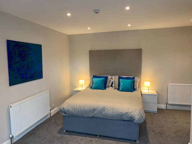 Fab location, town centre room, smart and new