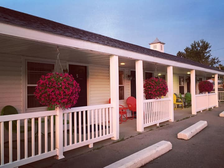 Hillcrest Inn and Motel Room 4