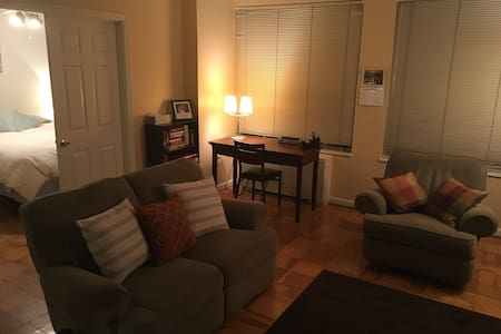 Cozy 1BD Apt, Sleeps 2-4, Near metro, Convenient - Arlington - Apartamento