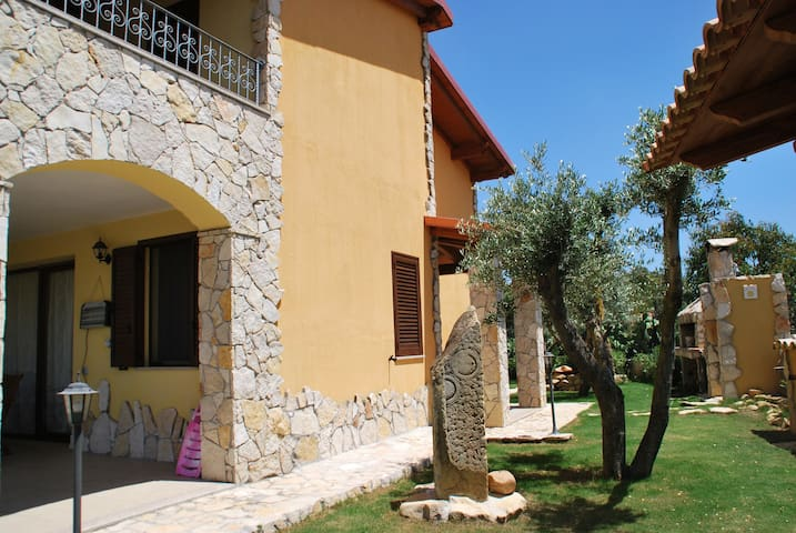 Villa for relax between sea mountai - Castiadas Olia Speciosa - Villa