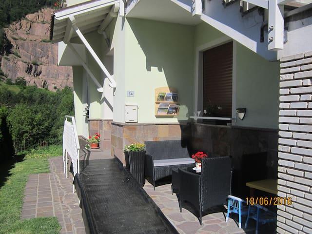 Ingresso appartamento a piano terra