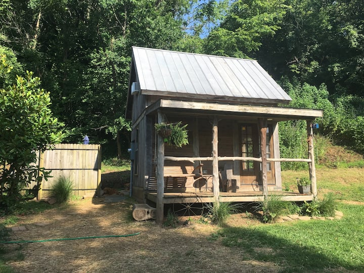 Tiny Home with Huge Charm near the Elkhorn Creek