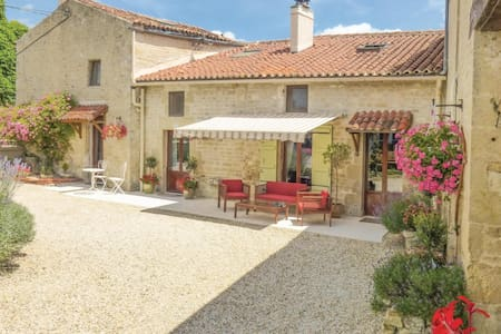 Semi-Detached with 3 bedrooms on 128m² in Salles lés Aulnay