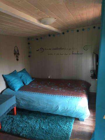 Première chambre lit 140x200