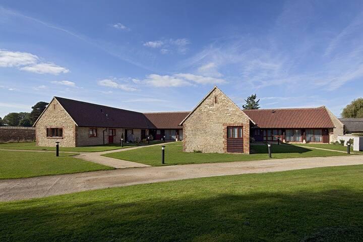 Manor Farm 5 - Yarnton Manor