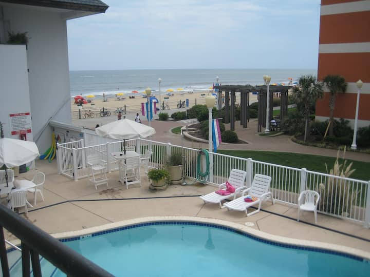 Oceanfront complex, modern studio, pool, boardwalk