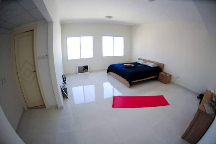 Minimalistic room in Equanimity Surf house