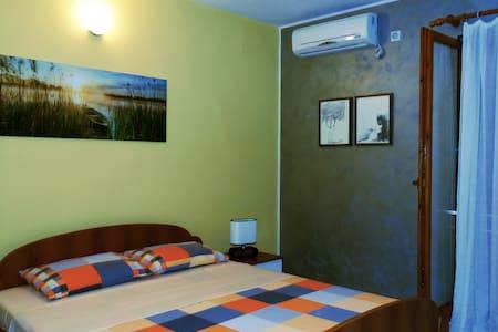 Vila Kunjic - Nice Big Room No.2.