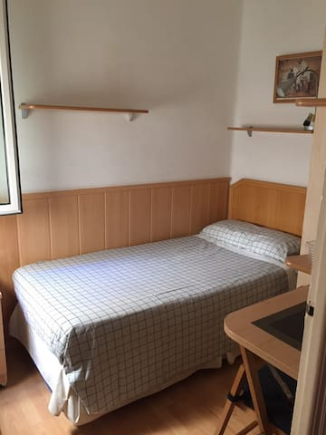 Single Room in Poble Sec -Room 1-