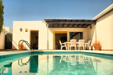 Villa Lapa, pool, sun & beach - Puerto del Carmen