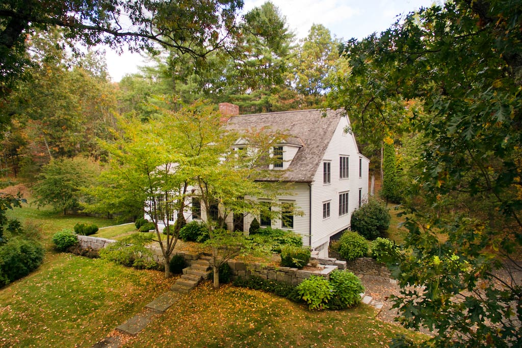 Wonderful 5BR Roxbury country house with heated pool, barn, pond stream in scenic dirt road walking neighborhood
