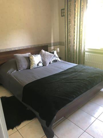 Chambre cosy,quartier calm, près du centre