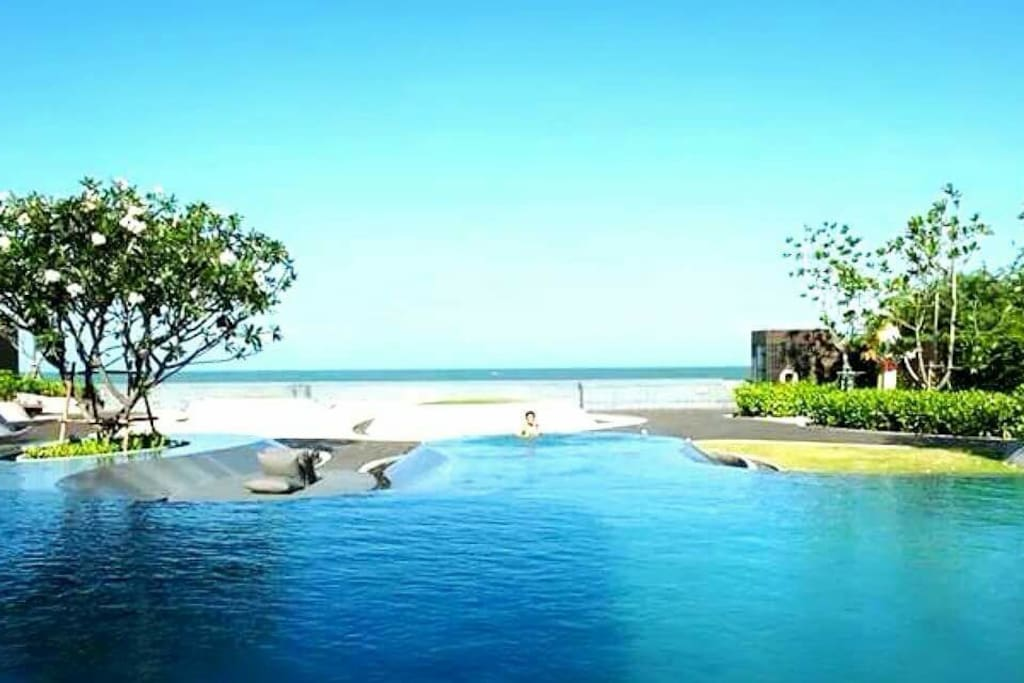 Beachfront infinity pool