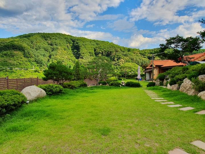 경기양평서종수입리 산속,  서울 워커힐 35km,  이천여평 나만의 황토 한옥 힐링 하우스