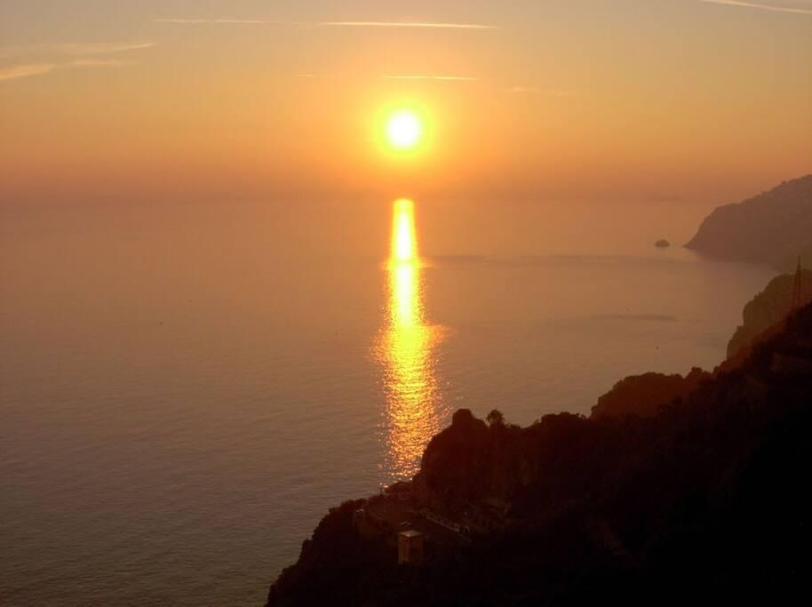 Tramonto su Capri, Praiano e l'isola 'Li Galli'