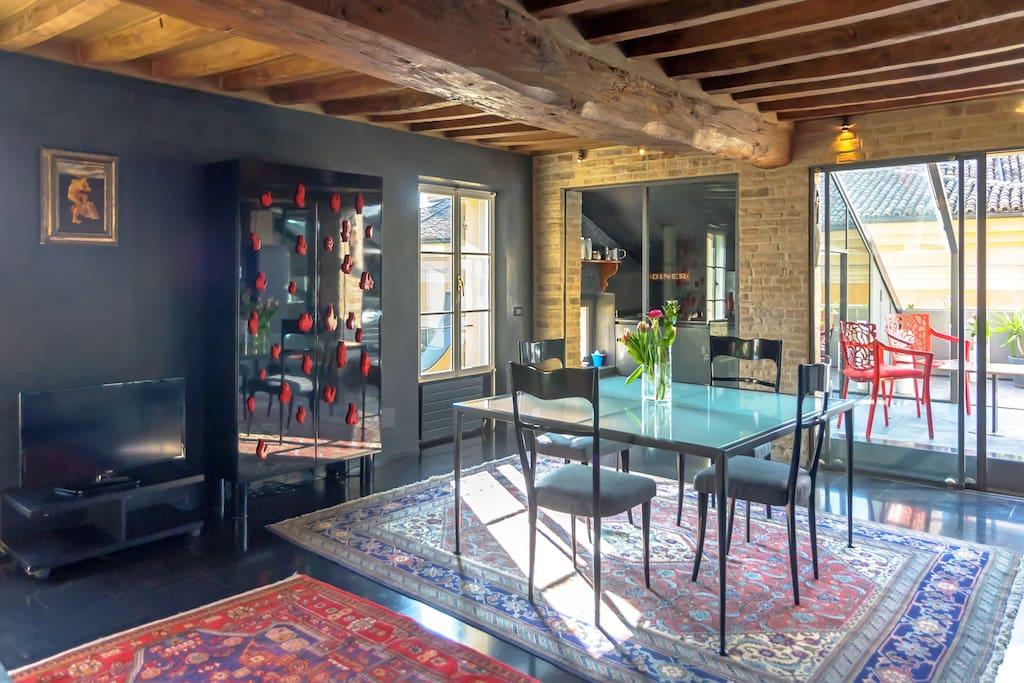 Charming Apartment Open Floor Plan