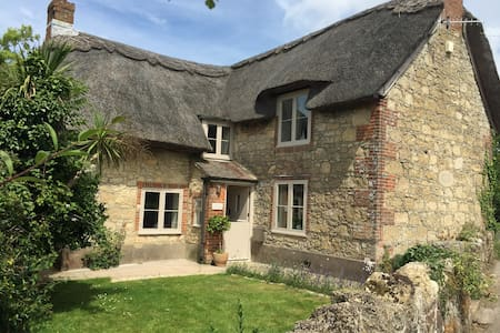 Chocolate Box Thatched Cottage - Calbourne - Casa